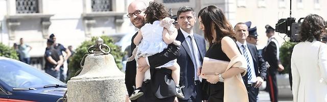 El ministro italiano de Familia, católico y provida, apuesta por la natalidad y el «homeschooling»
