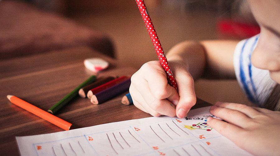 Gobierno de España implantará en escuelas controvertida asignatura obligatoria