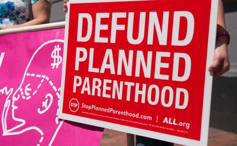Casi 900 centros pro aborto han perdido los fondos federales en EEUU.