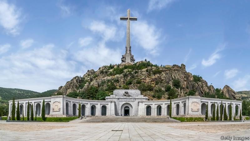 El gobierno español propone una nueva ley de memoria histórica.
